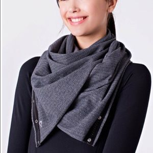 ivivva | gray athletic snap button scarf, OS